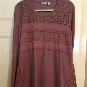 Lori Goldstein thermal top with lace details